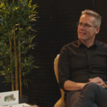 ANN KNOOPT EEN GESPREK AAN MET: <br> Wim Bijnens